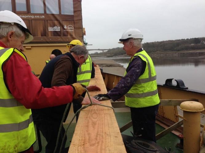 Mast - Volunteers manoeuvering on deck